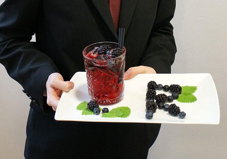 BBS Weyer Cocktail wird serviert