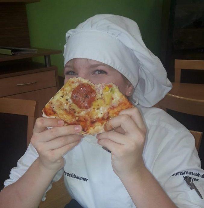 hlt kocht pizza